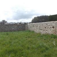 Mur de droite réfection des joints du mur d''enceinte du cimetière à Pleurtuit